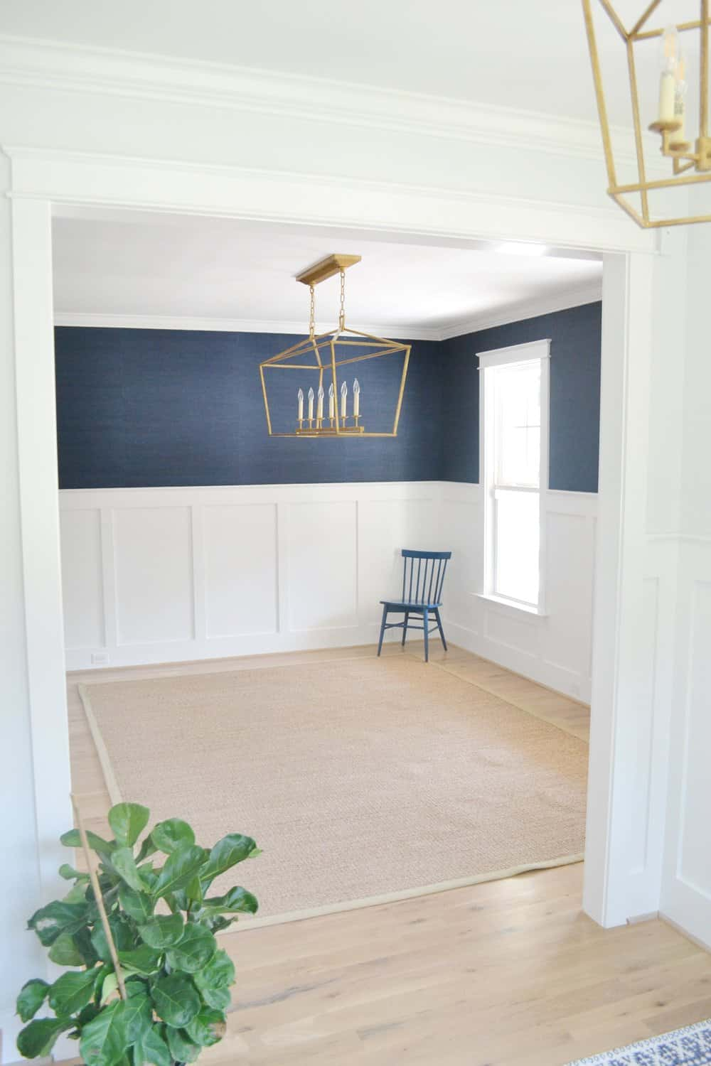 Grasscloth Wallpaper in the Dining Room - Chrissy Marie Blog