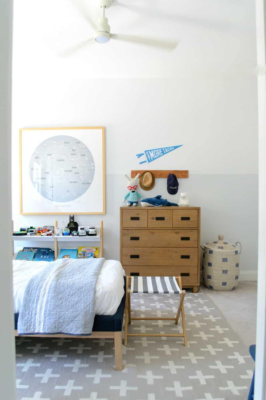 kids coastal bedroom art with walls half gray half white two tone