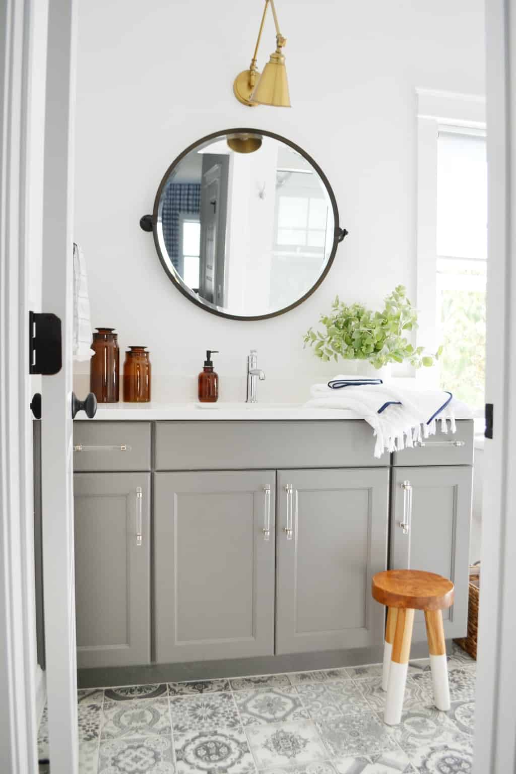 bathroom with circle mirror