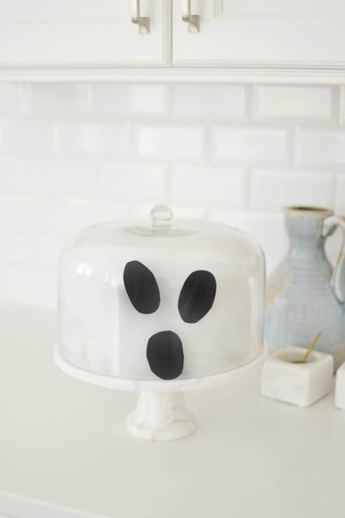 halloween design ideas like this cake stand ghost