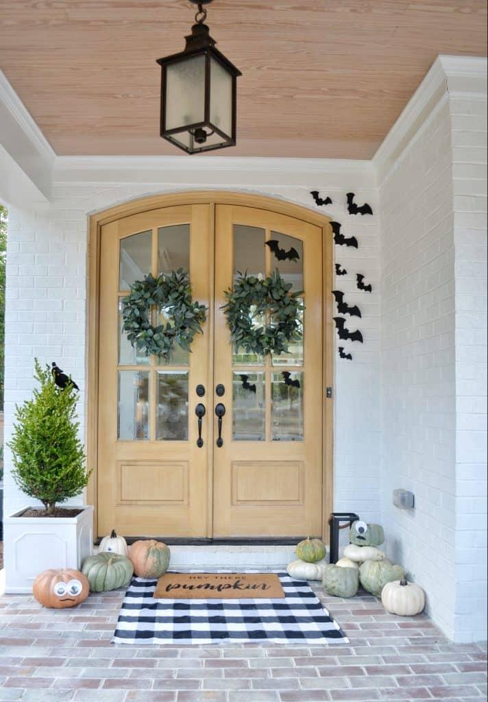 front door showing halloween design ideas
