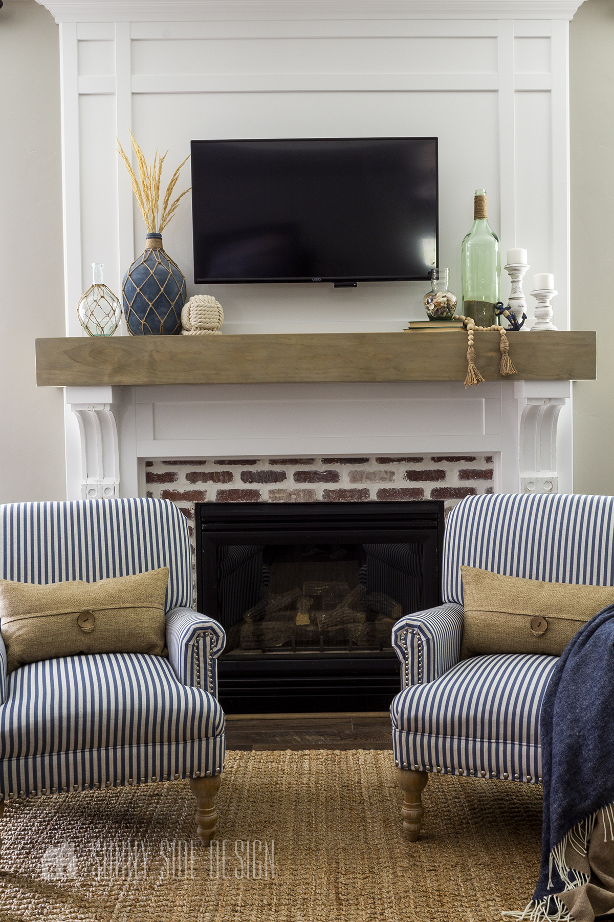 Mantel Decor With A Tv 6 Ways To Pull, How To Decorate Fireplace With Tv Over Mantel
