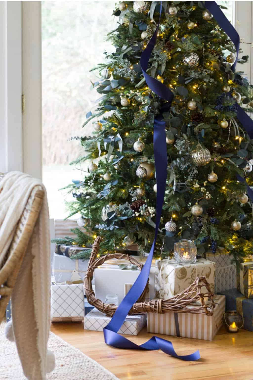 navy and gold best decorated christmas tree