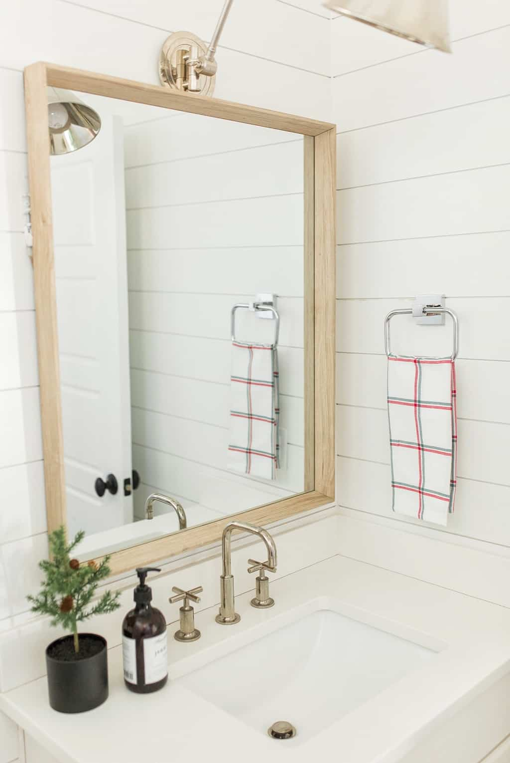christmas bathroom decor ideas