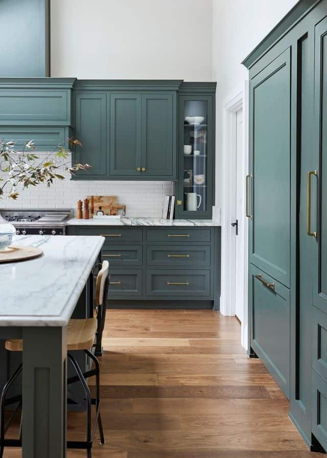 hunter green kitchen cabinets, a trend in the kitchen