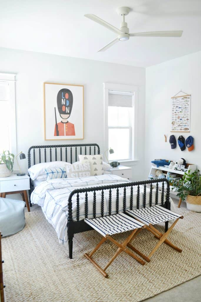 Childs bedroom with Jenny Lind bed